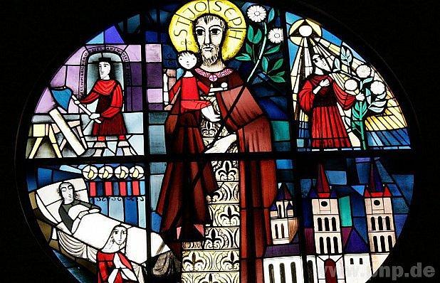 V kostele v Böbrachu je na skleněném okně Josef.