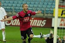 Zdeněk Ondrášek se raduje ze své vítězné trefy v pohárovém osmifinále se Žižkovem.