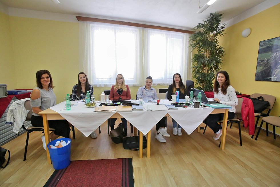 V Plavu přišlo k volbám v pátek čtyřicet občanů. Během sobotního dopoledne pak přišla další čtyřicítka.