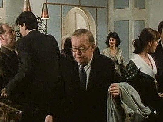 Záběr z filmu Muka obraznosti. Scéna je z recepce hotelu Slunce