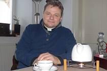 Od srpna loňského roku je v Hluboké nad Vltavou nový kněz. Spravuje i Hosín a Purkarec