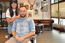V Bavarian Barber Shopu.