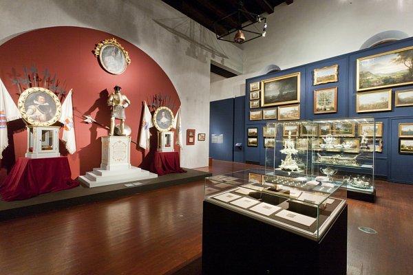 Výstava Hrady a zámky objevované a opěvované, která trvá do 15.března vJízdárně Pražského hradu.