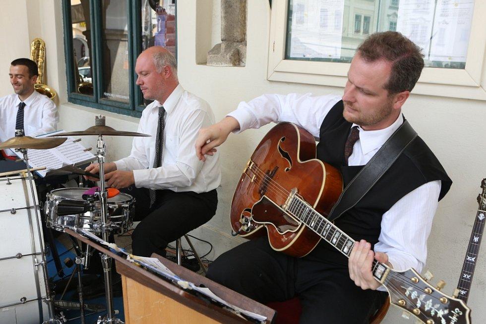 Obnovená kapela Schwarzenberské gardy hrála 5. července na náměstí v Českém Krumlově. Vpravo na snímku Marek Rejhon.