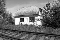 Netřebický strážní domek, zvaný též Zvíkov patřil dlouho Československým drahám, nyní je v soukromých rukou.