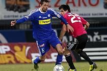 Jaroslav Machovec (na snímku atakuje olomouckého Ordoše) věří, že Dynamo v neděli Bohemku doma porazí.