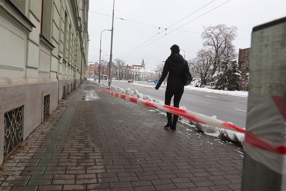 Cedule varující před sněhem v Českých Budějovicích.