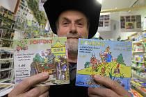 Druhé album rozhlasových večerníčků kapra Jakuba baví o něco méně než první. Na snímku s oběma deskami vydavatel Marcel Goetz.