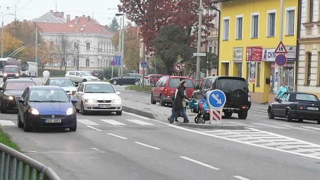 Přechody na Pražské třídě v Českých Budějovicích někteří řidiči nerespektují.