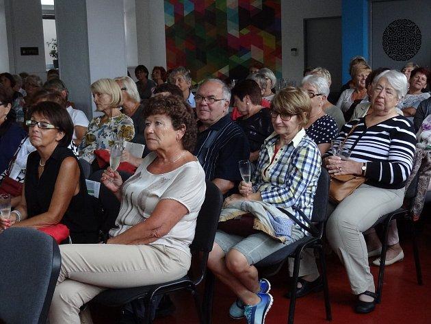 V úterý večer se sešli senioři v Klubu R51 a oslavili otevření nového Informačního a poradenského centra v Otakarově ulici v Českých Budějovicích.