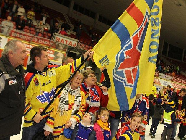 Fanoušci HC Motor České Budějovice při zakončení sezony.