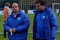 Roman Nádvorník (vlevo) vede FC MAS Táborsko s asistentem Petrem Frňkou.