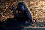 Mor měl lidskou podobu. Smrtelnou nákazu ztělesnila rumunská herečka Carmen Galin.