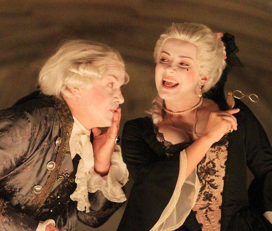 V českokrumlovském barokním divadle zazní 9. září po 243 letech novodobá premiéra Scarlattiho opery Kde je láska, je i žárlivost. Na snímku Aleš Briscein a Lenka Máčiková.