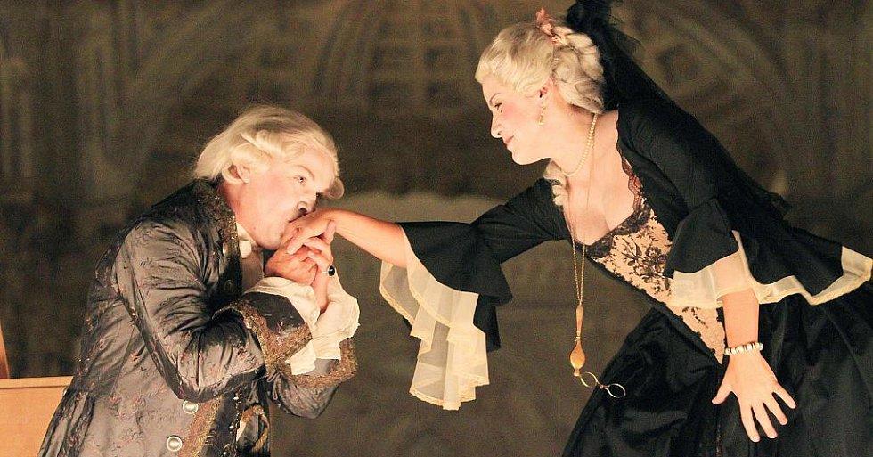 V českokrumlovském barokním divadle zazní 9. září po 243 letech novodobá premiéra Scarlattiho opery Kde je láska, je i žárlivost. Na snímku zleva Aleš Briscein a Lenka Máčiková.