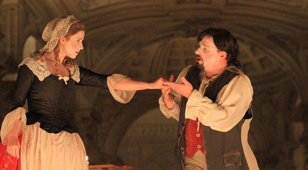 V českokrumlovském barokním divadle zazní 9. září po 243 letech novodobá premiéra Scarlattiho opery Kde je láska, je i žárlivost. Na snímku zleva Kateřina Kněžíková a Jaroslav Březina.