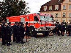 Novou cisternovou automobilovou stříkačku pořídil městys Ledenice dobrovolným hasičům díky dotaci.