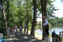 Atrakcí Hornických slavností v Rudolfově budou apoštolové na symbolickém mostě na hrázi Královského rybníka.