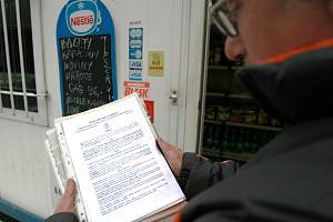Hygienici pří prověřování hospod a restaurací. Ilustrační foto.