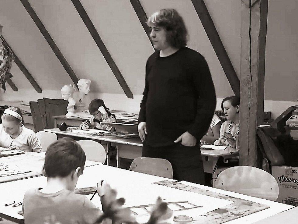 Při výuce na Základní umělecké škole Oskara Nedbala v Táboře.