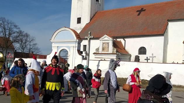 Masky prošly v sobotu Pištínem na Českobudějovicku.