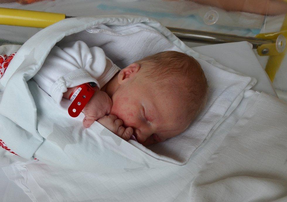 VIKTORIE MAXOVÁ, PRACHATICE. Narodila v pátek 28. srpna v 10 hodin a 37 minut v písecké porodnici. Vážila 3450 gramů a měřila 52 cm. Rodiče: Dagmar Janoušková a David Maxa. Foto: Jana Krupaerová