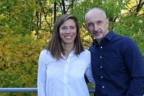 Eva Samková s hejtmanem Martinem Kubou na tiskovce v sídle firmy OIG Power v Českých Budějovicích