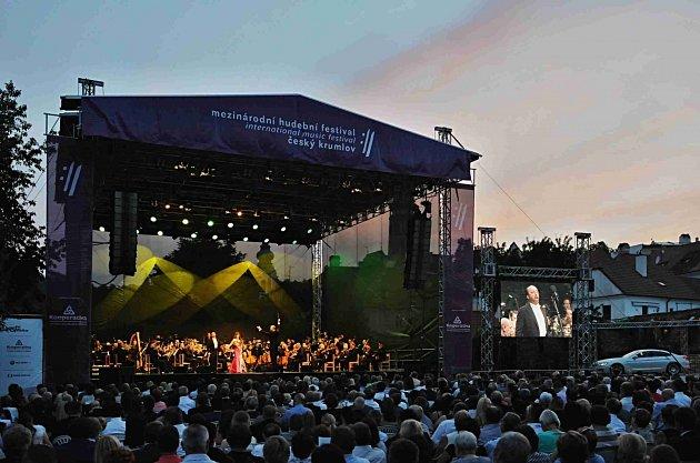 Jihokorejská koloraturní sopranistka Sumi Jo zahájila 17.července Mezinárodní hudební festival vČeském Krumlově.