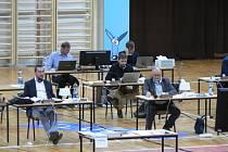 Českobudějovičtí zastupitelé se v pátek 5. června 2020 opět sešli na jednání v hale ve Stromovce kvůli bezpečnostním hygienickým opatřením.