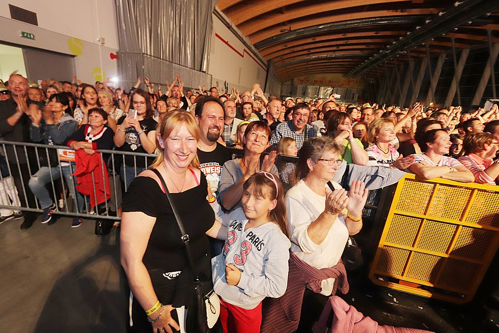 Aomersby retropárty se konala na českobudějovickém Výstavišti za účasti Karla Gotta,skupiny Olympic, Petra Nagye, Josefa Laufera, Milana Schellingera a řady dalších interpretů.