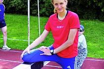 Atletka Sokola ČB zvládá letošní sezonu zatím skvěle. Podaří se jí uspět i v září, kdy ji čeká na Gymnáziu olympijských nadějí maturita?