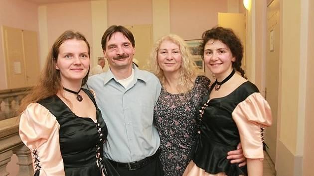 Skupina Blueberry má i neslyšící tanečníky, jsou to (zleva) Jitka Tesařová, Janko Tressl, Natallia Martynenka  a Maryna Tsirubina.