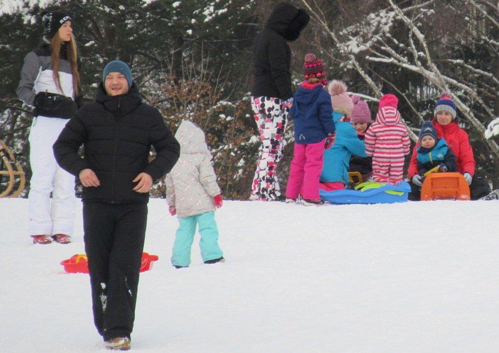 V sobotu 9. ledna přilákala sněhová nadílka mnoho lidí na lipenskou sjezdovku, otevřeno měl i nejvýše položený hrad v České republice, Vítkův Hrádek.