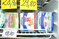Máslo prodávané v trhosvinenském minimarketu je ještě jedno z levnějších. Ceny se totiž leckde za určité druhy másel už prakticky dotýkají čtyřicetikorunové hranice.