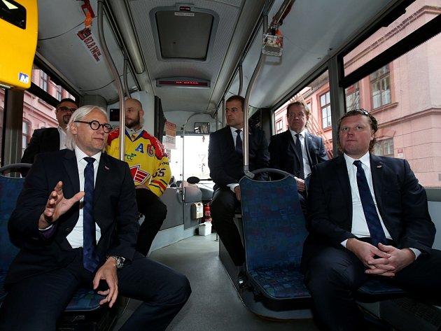 Předligová tiskovka ČEZ Motoru se konala netradičně v autobusu městské dopravy.