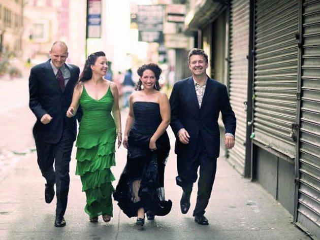 Vokální soubor  New York Voices chvátá do Českého Krumlova na Mezinárodní  hudební festival.
