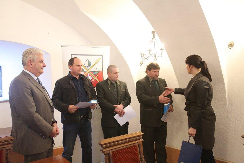 Za záchranu dvou žen, které vletěly s autem do hasičské nádrže ve Strážkovicích dostali ocenění Gentleman silnic Václav Matějka, Jiří Vávra, Petr Beneš a Štěpán Gajdoš.