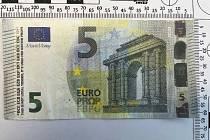 Pozor na padělané bankovky.