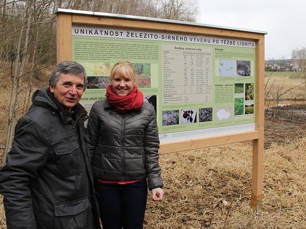 Hlavní aktéři celé akce Václav Krištůfek, půdní mikrobiolog z Biologického centra AVČR, a Michaela Kučerová, studentka Gymnázia Jírovcova.