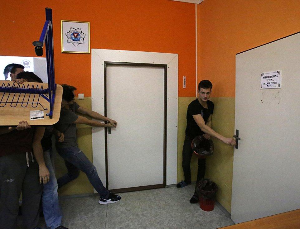 Studenti vodňanské střední školy Trivis si vyzkoušeli zneškodnit teroristu