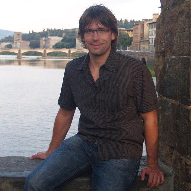 Radek Šíma (na snímku) je jedním zvědců, kteří se podílí na výzkumu, jenž by mohl vést kvývoji vakcíny.