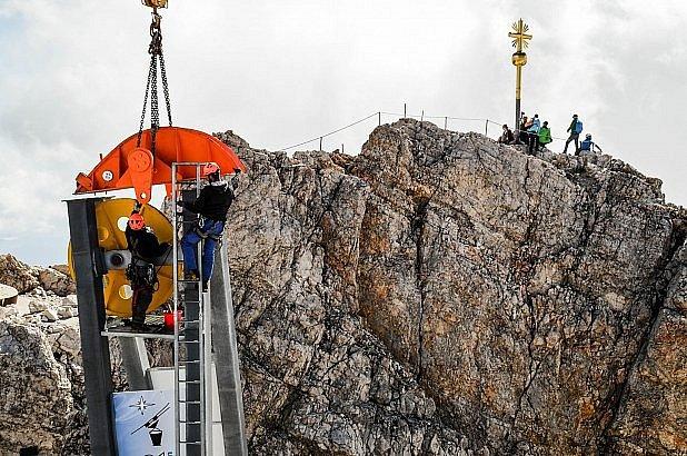 Čistí vrchol Zugspitze.