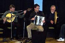 Jednou z účinkujících kapel irského festivalu bude skupina  Bottlewash Band.