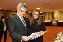 Společenský večer projektu Deníku Chováme se odpovědně v hotelu Clarion. Na snímku Lenka Vohradníková a Luděk Keist z Jihočeské hospodářské komory.