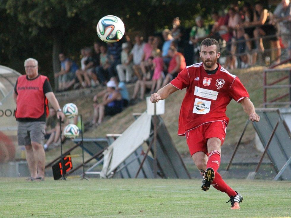 """Týn měl v závěru tlak. Jan Meidl posílá míč do """"ohně""""."""