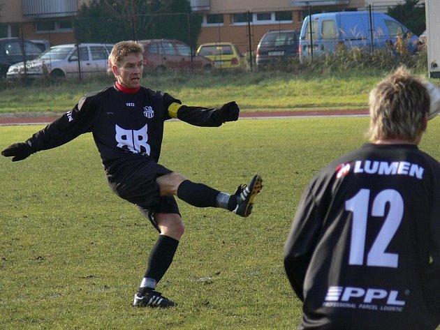 Miroslava Hanouska trenér nemusí přemlouvat, dokud kolena slouží, veterán se baví fotbalem v I. A třídě.