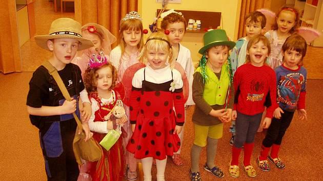 Děti se na karneval těšily a pořádně se připravily.