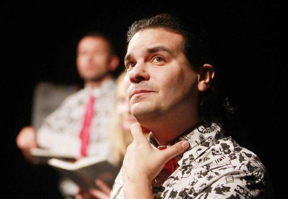 Projekt scénického čtení Listování oslavil 30. listopadu v Českých Budějovicích deset let. Na snímku Alan Novotný.