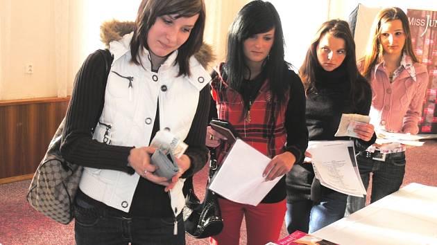 Už v sobotu se mohou dívky v Českých Budějovicích dostat do dalšího kola ročníku soutěže Miss Junior ČR 2009.