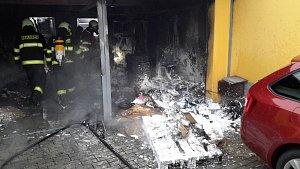 Požár dvojgaráže v Českých Budějovicích